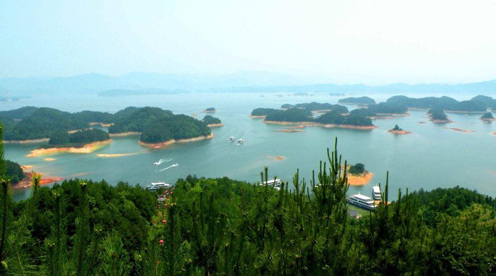 Яхты на озере, рядом с Ханчжоу
