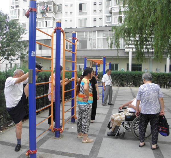 Растяжка рядового китайского пенсионера
