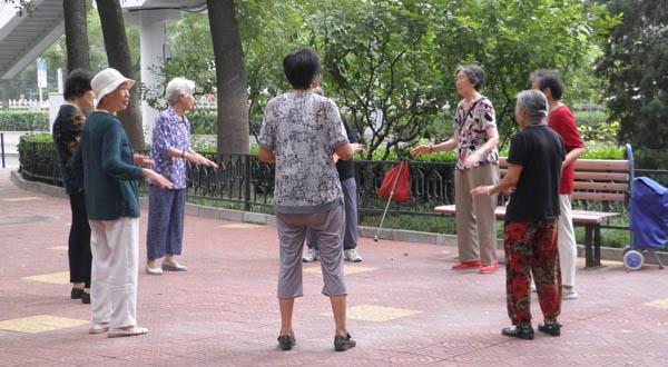 Китайские пенсионеры занимаются