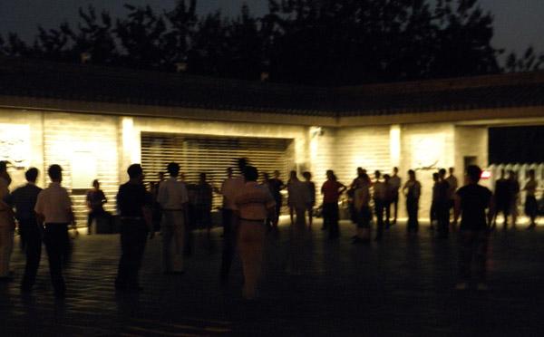 Ночные танцы в Бэйхай парке