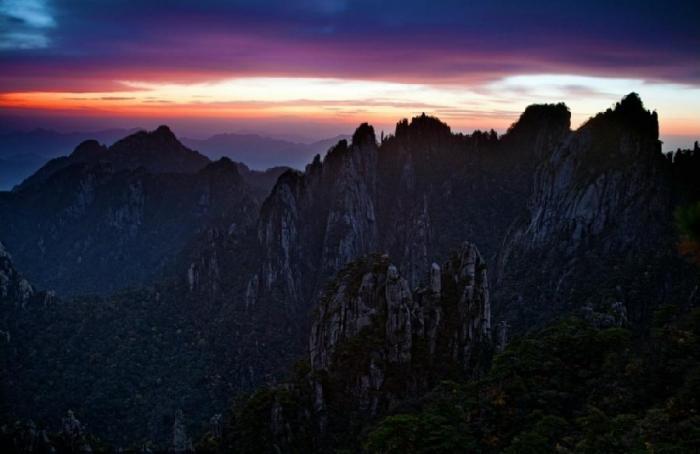 Закат в горах Хуаншань